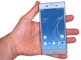 Handling the Xperia XZs - Sony Xperia XZs review