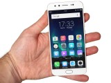In the hand - vivo V5 Plus review