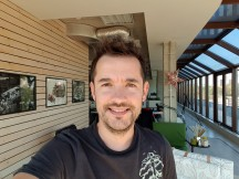 Galaxy Note9 selfie samples - f/1.7, ISO 40, 1/177s - Apple iPhone XS Max vs. Samsung Galaxy Note9 camera comparison