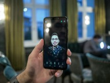 Testing the selfie lighting effects - Huawei Mate 20 Lite hands-on review