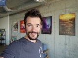 Selfie portraits - f/1.9, ISO 100, 1/30s - LG V40 ThinQ review