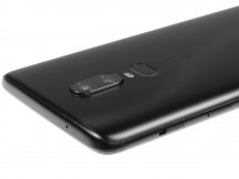 Slider and power button on the right, secondary mic on top - OnePlus 6 review
