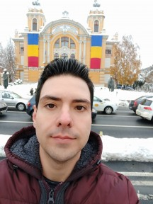 Pocophone F1 daytime selfies, Portrait mode off/on - f/2.0, ISO 100, 1/391s - Pocophone F1 long-term review