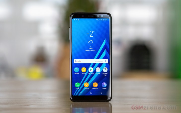 https://cdn.gsmarena.com/imgroot/reviews/18/samsung-galaxy-a8-2018/lifestyle/-728w2/gsmarena_001.jpg