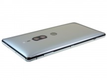 All controls on the right - Sony Xperia XZ2 Premium review