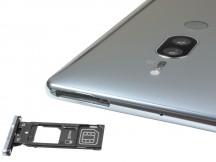 The tray of the single SIM version - Sony Xperia XZ2 Premium review