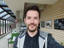 Selfie samples - f/2.0, ISO 126, 1/40s - Xiaomi Mi 8 review