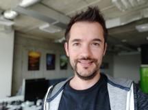 Selfie samples, portrait mode - f/2.0, ISO 159, 1/30s - Xiaomi Mi 8 review