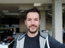 Selfie samples, portrait mode - f/2.0, ISO 128, 1/40s - Xiaomi Mi 8 review