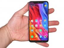 Mi 8 in the hand - Xiaomi Mi 8 review