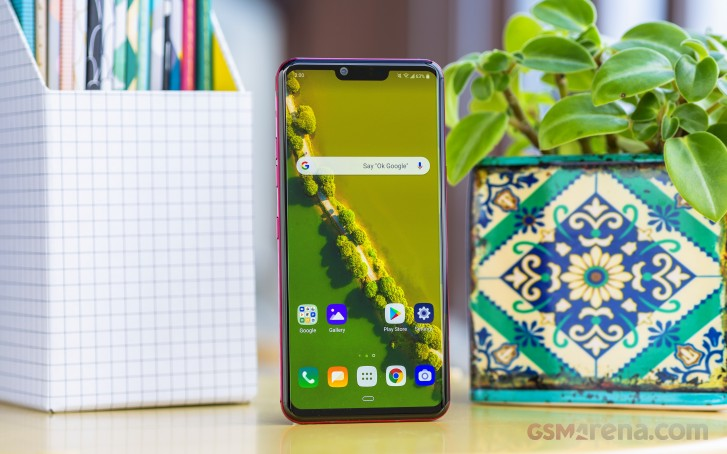 https://cdn.gsmarena.com/imgroot/reviews/19/lg-g8-thinq/lifestyle/-727w2/gsmarena_017.jpg