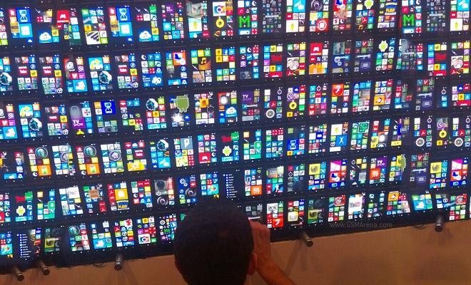 Nokia puts 200 Lumia 820 units together to make an