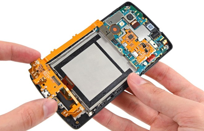 Nexus 5 gets torn down by iFixit, walks away with a high