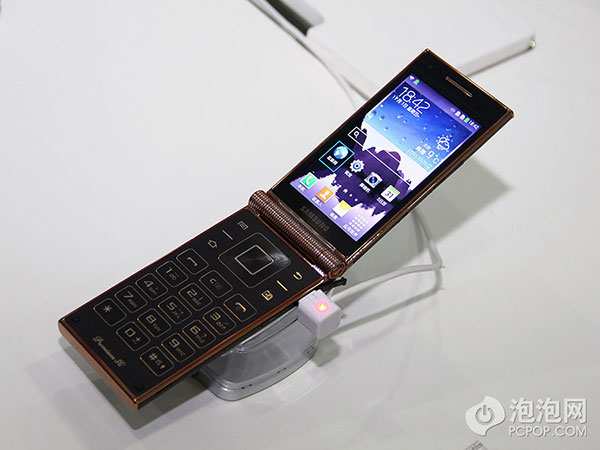New Samsung W2014 flip phone runs Snapdragon 800 processor ...