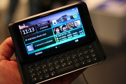 Nokia E7 live photos